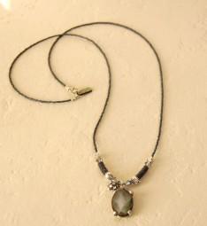 Halskette mit schwarzem Perlmutt