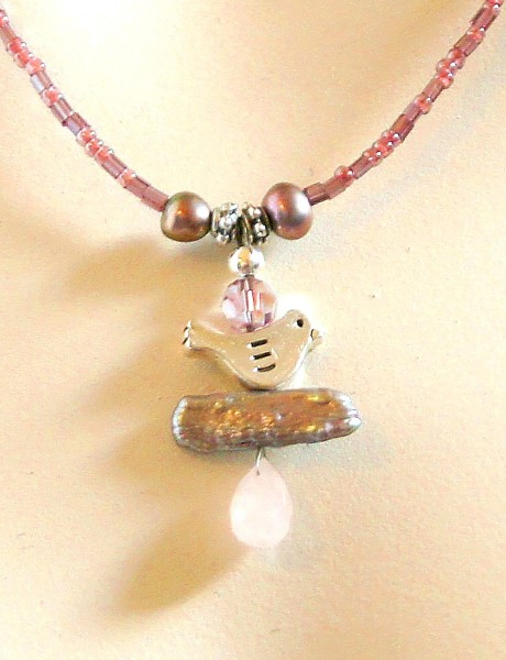 Fiva Kette Vogel auf rosa Perlenstäbchen