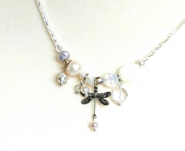 Fiva Halskette Perlmuttweiß Silber Libelle